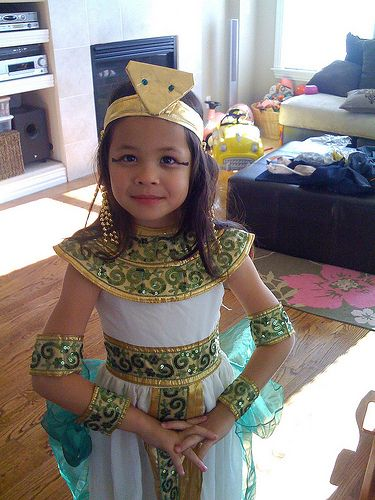 How to Make a Cleopatra Costume  sc 1 st  Pinterest & How to Make a Cleopatra Costume | Halloween | Pinterest | Cleopatra ...