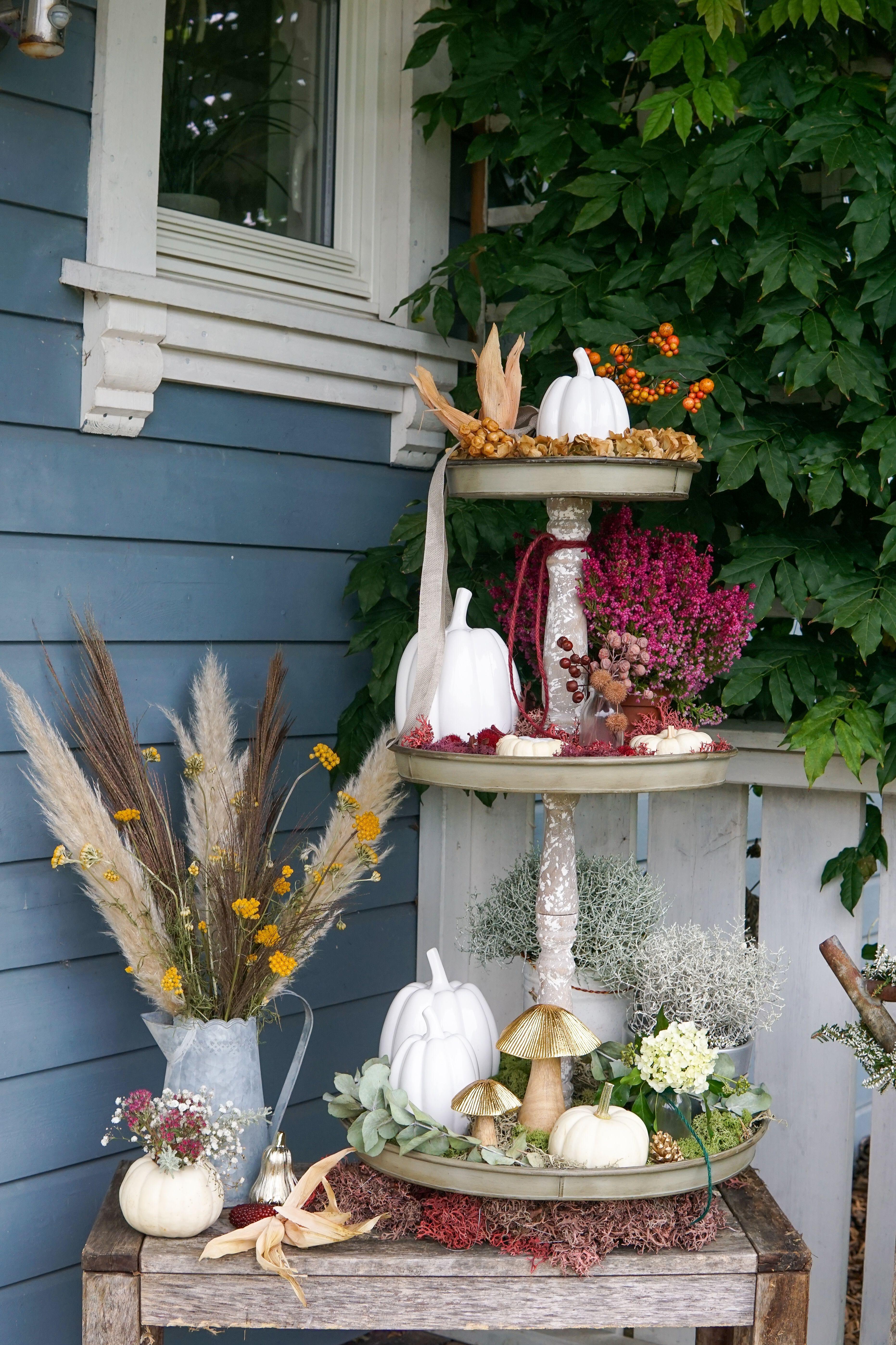 Herbstliche Etagere Herbstdeko Fur Draussen Herbstdeko Herbst Dekoration