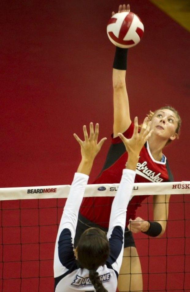 Usa Women S Volleyball Jordan Larson From Nebraska Usa Volleyball Team Women Volleyball Usa Volleyball