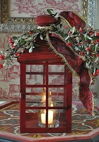 H bsch dekorierte laterne drinnen deko in rot wei pinterest weihnachten rotes - Weihnachtliches dekorieren ...