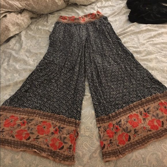 Free people hippy pants Free people hippy wide legs. Super comfy and cute. It's breaking my heart to see these go but unfortunately they're a little too short for me I think the actual name of these are the boarder print flare. This pattern is no longer available in retail. Free People Pants Wide Leg