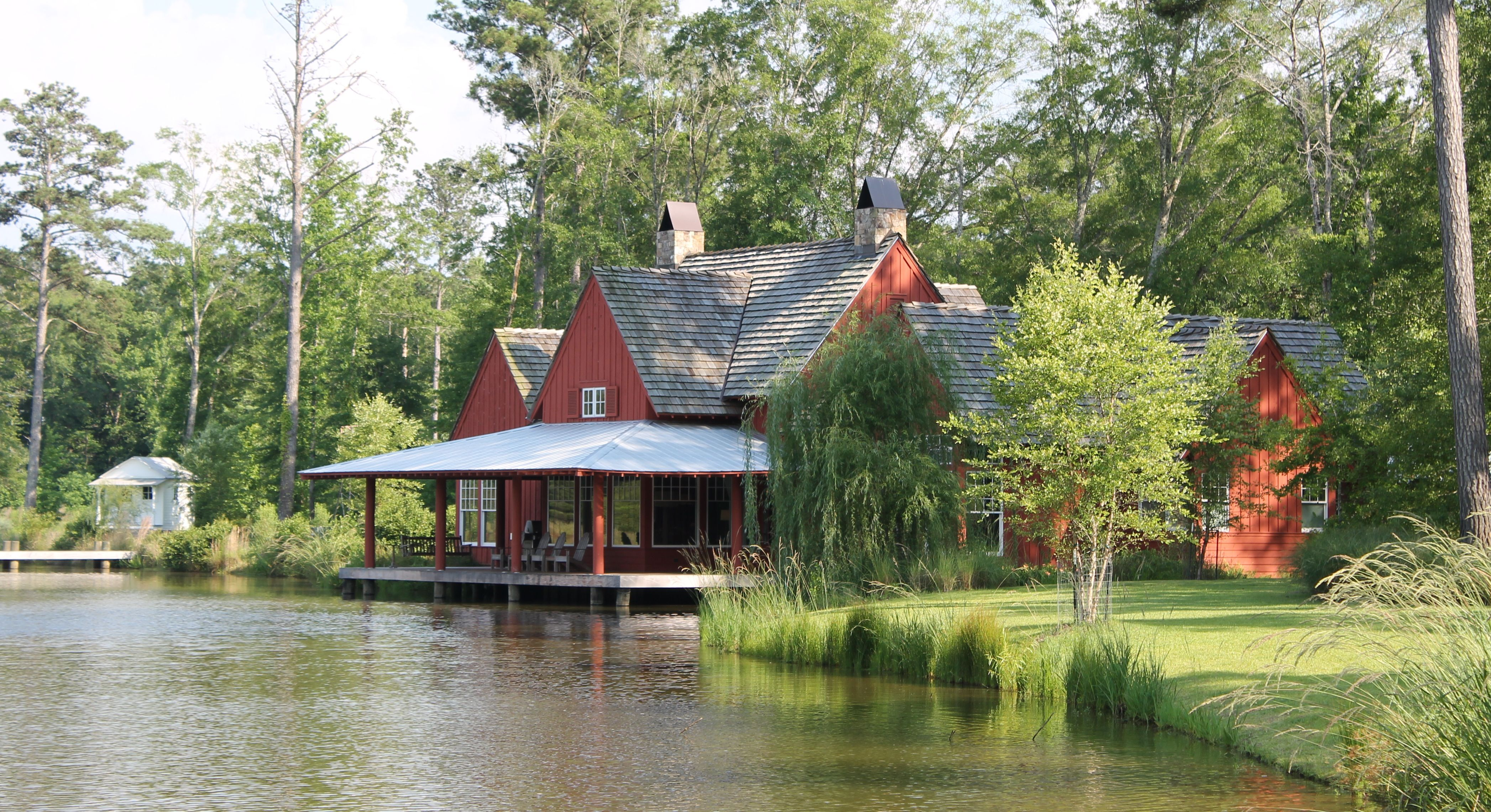pond side farm house by mcalpine tankersley