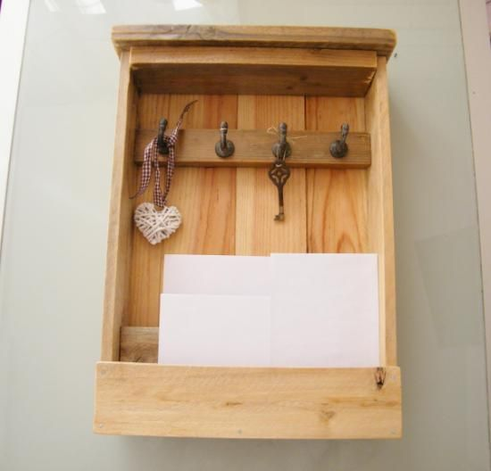 Mueble para llaves y correo realizado en madera con 2 separadores para las cartas y 4 ganchos - Para colgar llaves ...