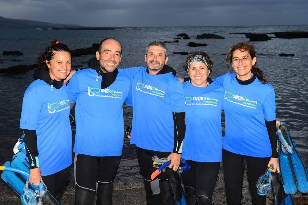 Un grupo de cinco amigos han inaugurado nuestras rutas de snorkel en la playa de Las Canteras. Vieron vaquillas de mar, estrellas, fulas, erizos, lubinas ...