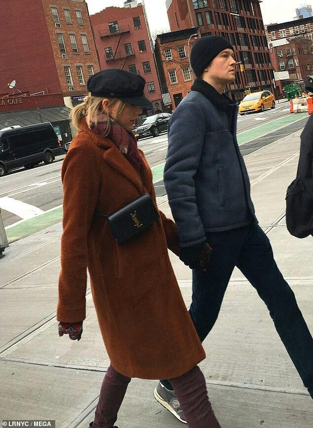 Taylor Swift And Joe Alwyn In New York Taylor S Camila Cabello
