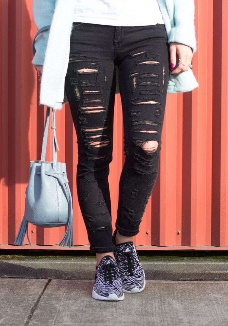 official photos d4821 a4c70 T J Pop The Champagne T-Shirt, Blank Denim Ripped Skinny Jeans, Nike Air  Huarache Jacquard Running Shoes, Mint Green Jacket, Mirrored Sunglasses, ...