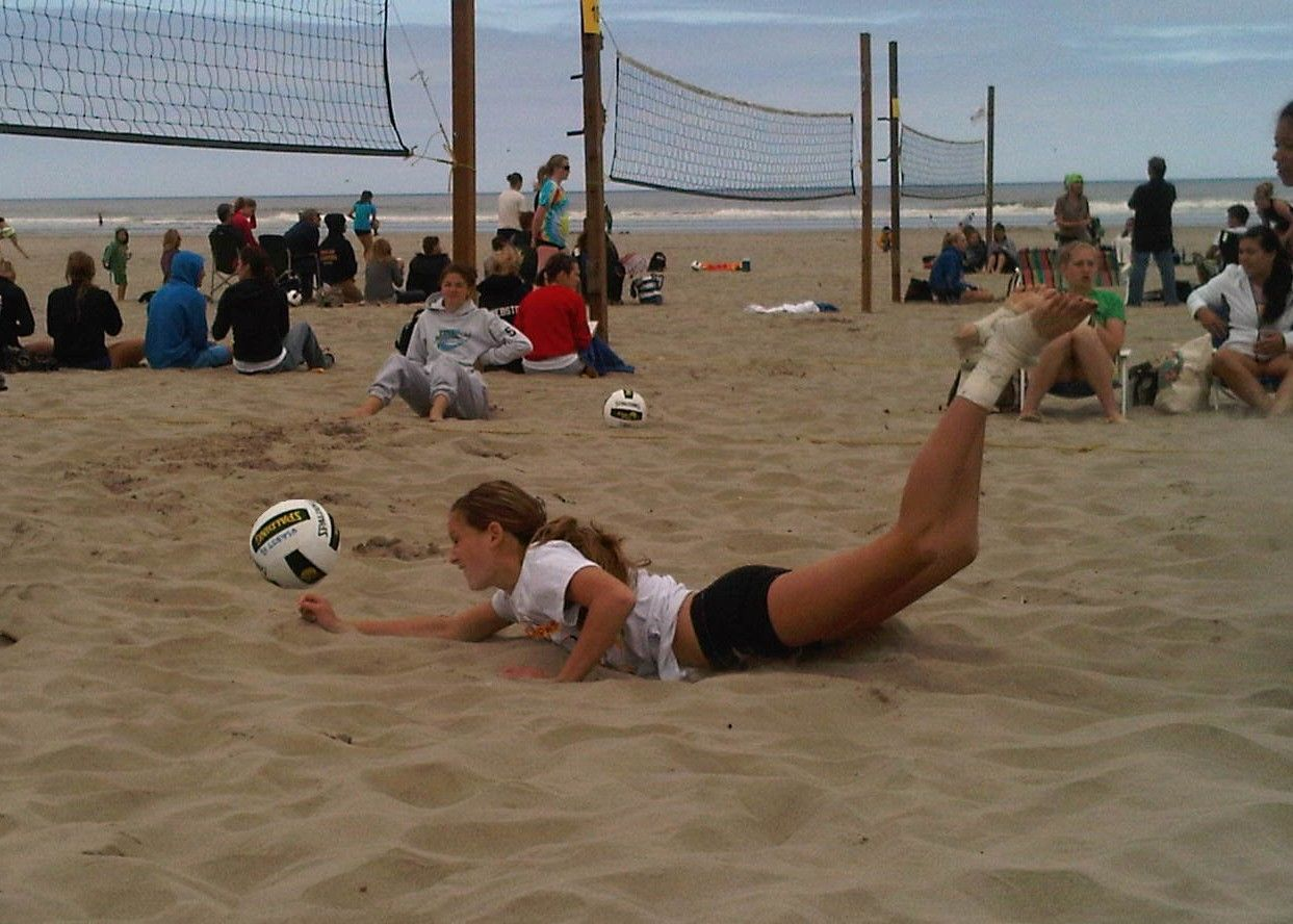 Volleyball Tournament At Seaside Oregon Volleyball Tournaments Volleyball Sports