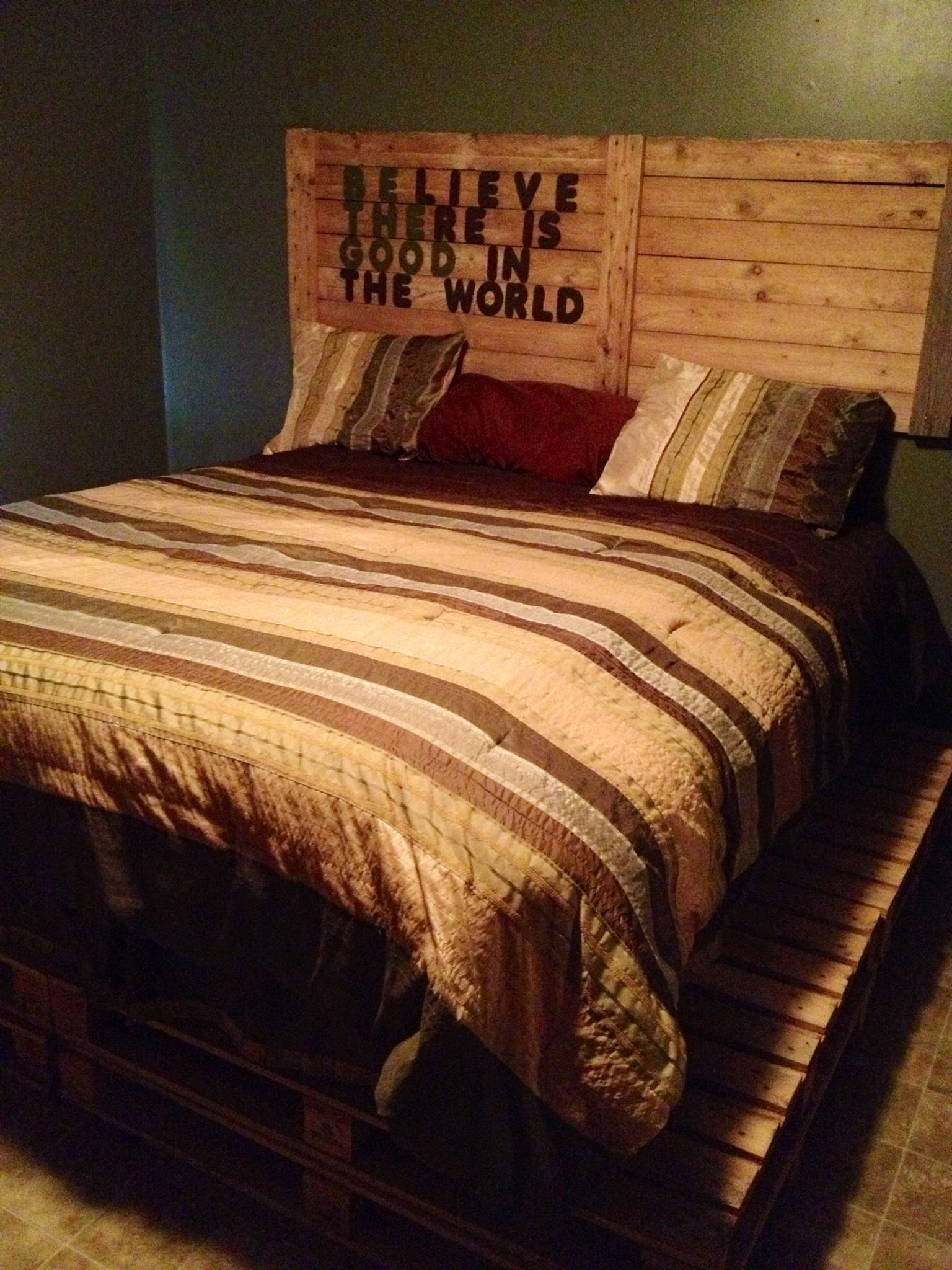 Palletten Tisch Bed Frame And Head Board Made Out Of Wooden Pallets . It