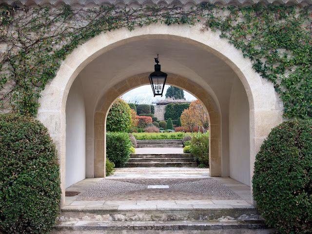 En forførende enkel have.      Moderne i sin fortolkning, men alligevel så effektfuld og tro imod den provencalske havetradition., Det er de...