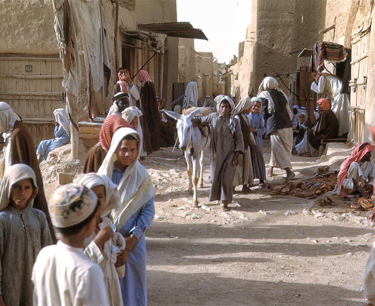 من تصوير طبيب الملك عبدالعزيز كراين للرياض عام 1950 والله الكاميرا بعد Photo Scenes Colorful Pictures