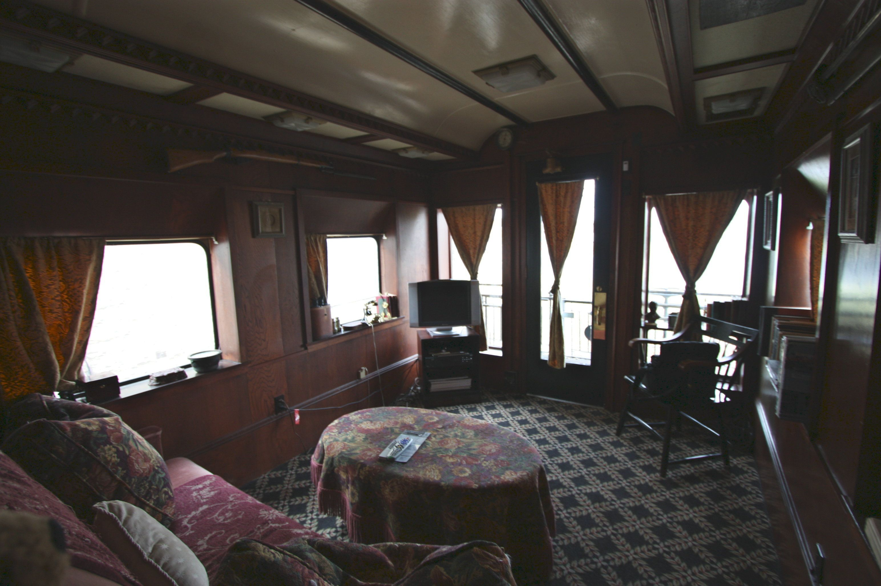 Cool Train Car B&B Pullman, Bed and breakfast, Car bed