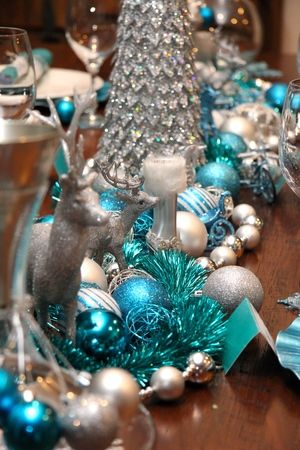 Christmas Table Chic Blue And Silver Design Chic Party Ideas Silver Christmas Silver Christmas Decorations Winter Wonderland Decorations