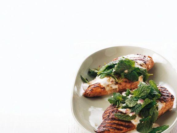 Gegrillte Hähnchenbrust mit Joghurtsauce ist ein Rezept mit frischen Zutaten aus der Kategorie Hähnchen. Probieren Sie dieses und weitere Rezepte von EAT SMARTER!