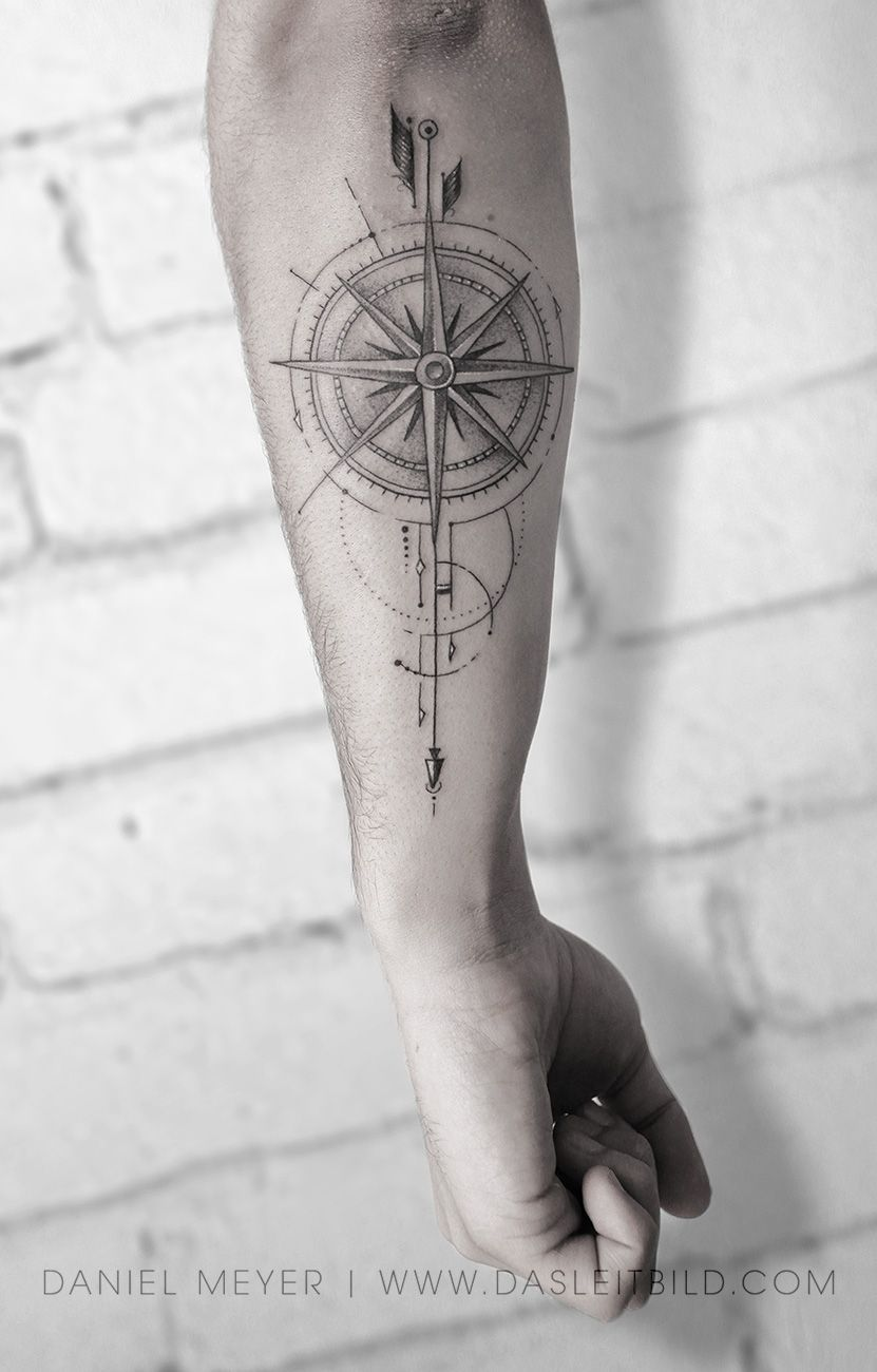 Kompass mann unterarm tattoo 40 geometrische