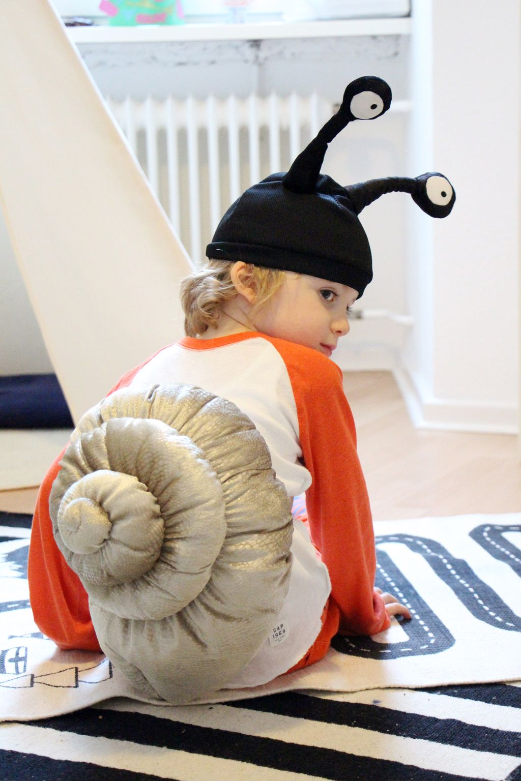 ikea hack diy snail costume costumes more pinterest kost m diy kost m und kost m ideen. Black Bedroom Furniture Sets. Home Design Ideas