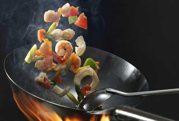 How To Use A Wok For Stir Frying And Steaming Cooking Chinese Food Wok Cooking Wok