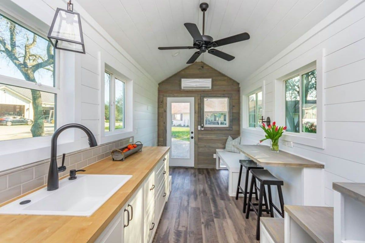 Stunning 28 Tack Tiny House On Wheels With Spacious Storage In 2020 House On Wheels Tiny House Interior Tiny House On Wheels