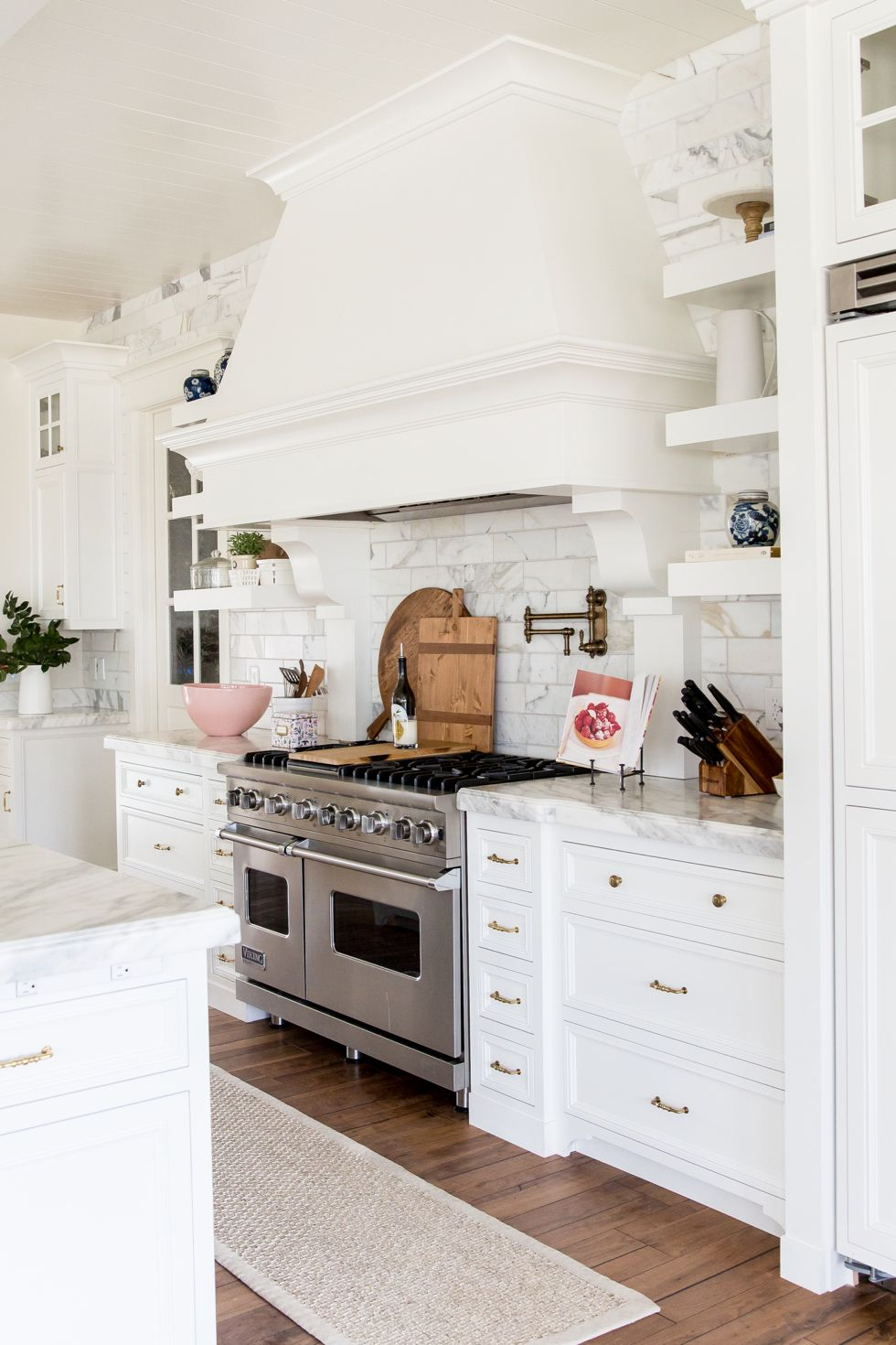 friday favorites kitchens white marble kitchen and white marble friday favorites open kitchensdream