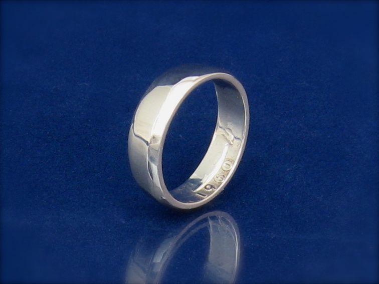 Washington quarter coin ring, polished smooth.
