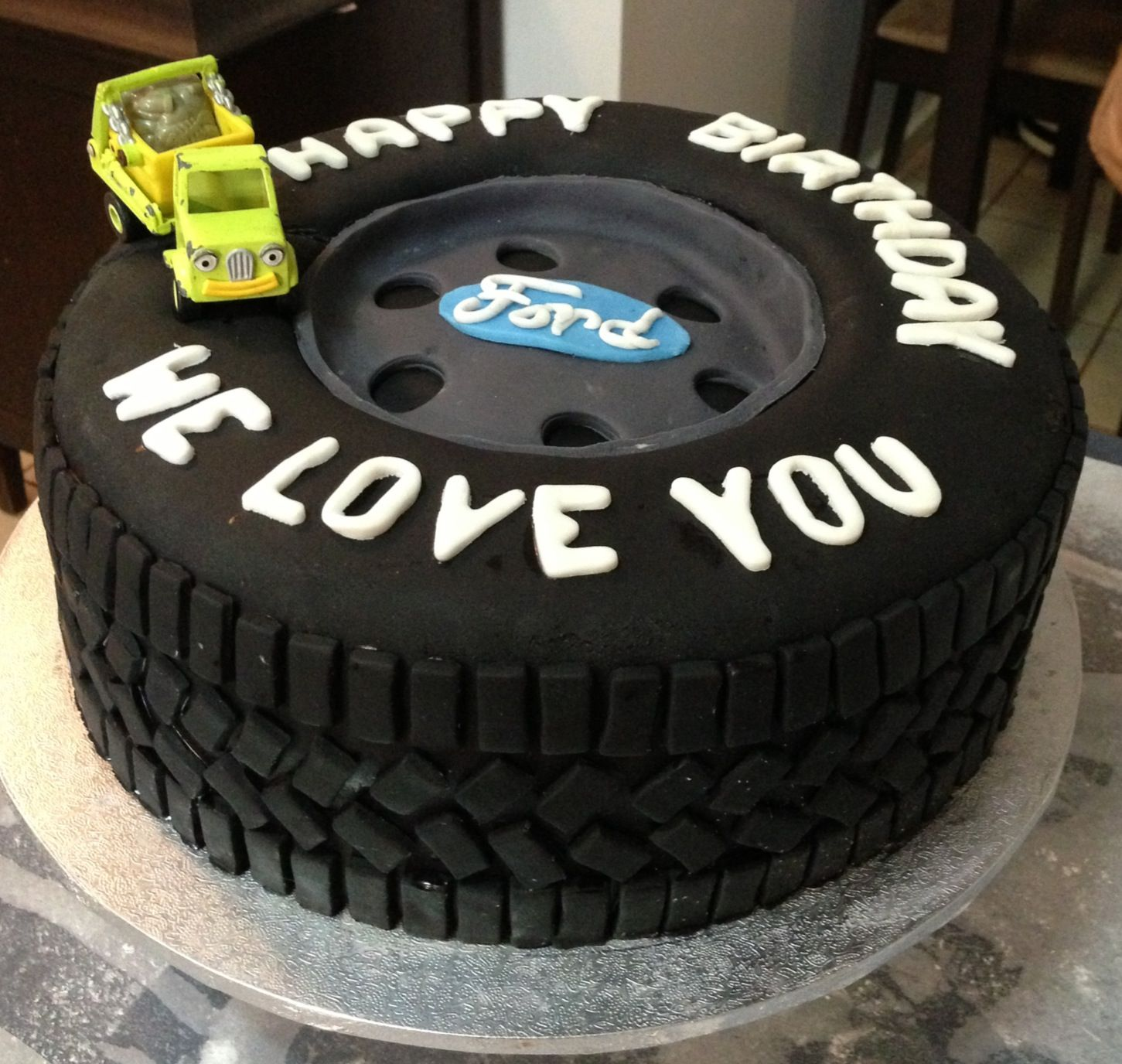 Truck Inspired Tyre Cake Interesting Cakes Car Wheels