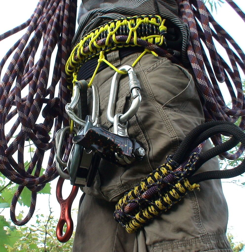 Dùng dây sinh tồn trong leo núi