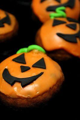 Kakkuviikarin vispailuja!: Halloween-munkit
