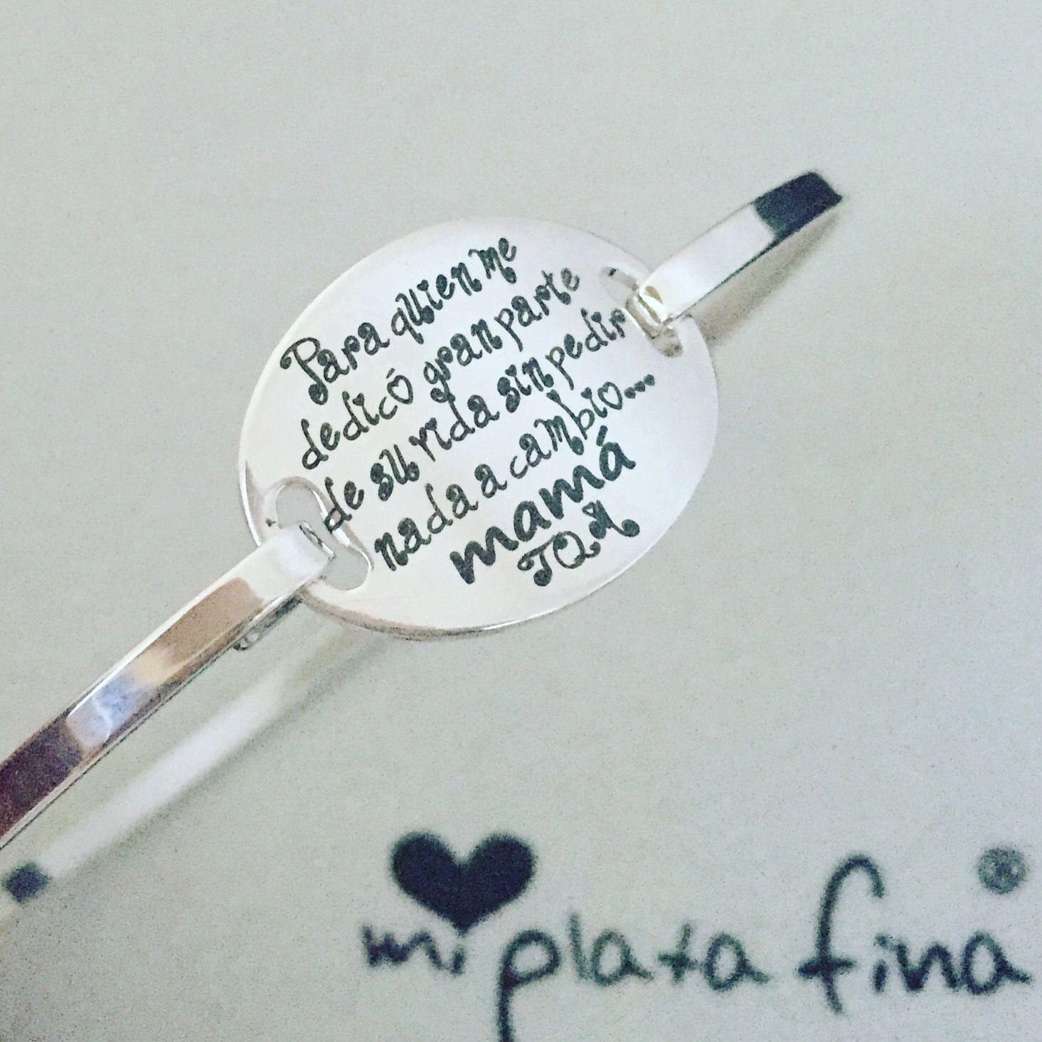 Brazalete Oval Silver En Plata De Ley Grabado Especial Mensaje Para Mamá Posibilidad De Grabar El Men Joyas Grabadas Estampación De Metales Mensaje Para Mama