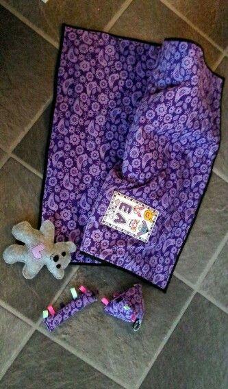 Babytæppe / Babyblanket  Hjemmelavet barselsgave til Ea: Syning, broderi, tæppe, legetøj, bamse.   Homemade blanket for babygirl: Sewing, Cross stich, toys, teddy, baby blanket.