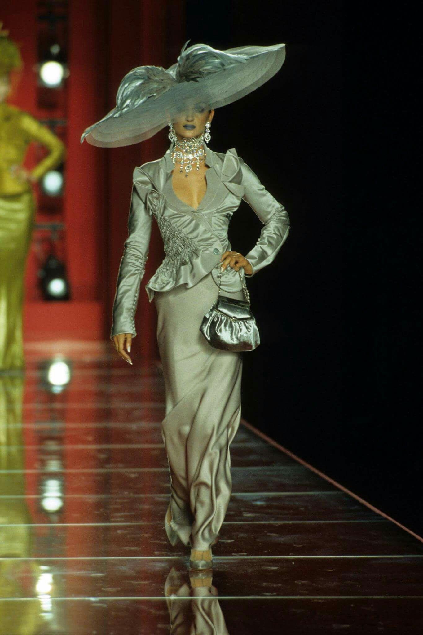 Pin by Natalia Mihail on Fashion  676b0b321c