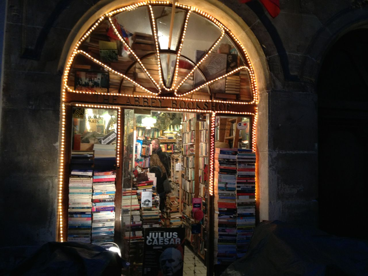My favourite bookshop in Paris is a tiny Canadian bookshop in the Parcheminerie Street : The Abbey Bookshop. The place is magical and you're sure to be well greeted by a mapple sirup coffee/tea offered by the owner or the very nice girl working here. They sell many English and American litterature and more specific books on Canada.