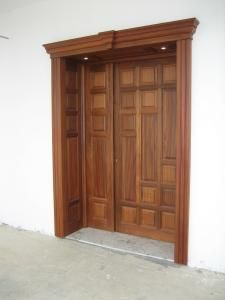Find a distributor of solid wood doors