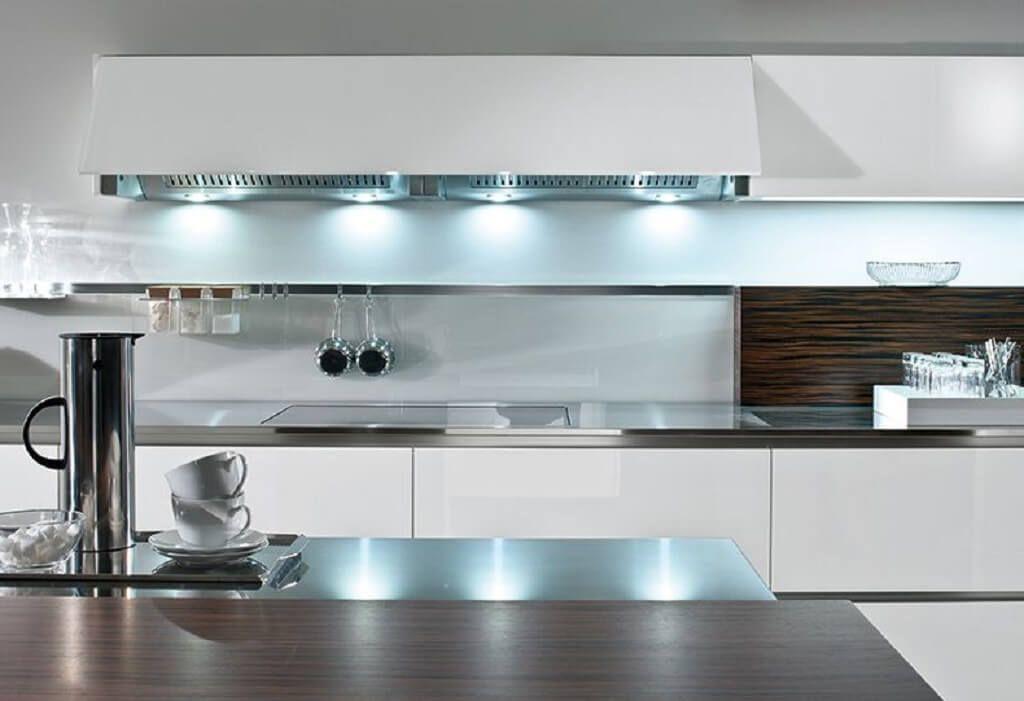 Moderne Küche Einrichtung minimalistisch Grau Weiß Holz - Küchen ...