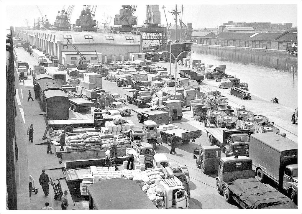 https://flic.kr/p/9SAfNg | Hull Docks: Riverside Quay. 1961. | Chaotic scene at 'D' shed, notice the cars and lorries are all virtually of British manufacture. Photo....Peter Rose.