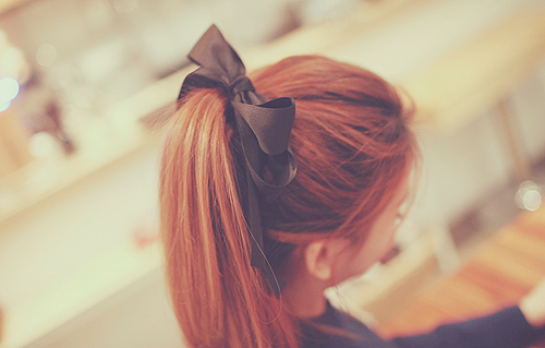 How to wear a Bow in a ponytail