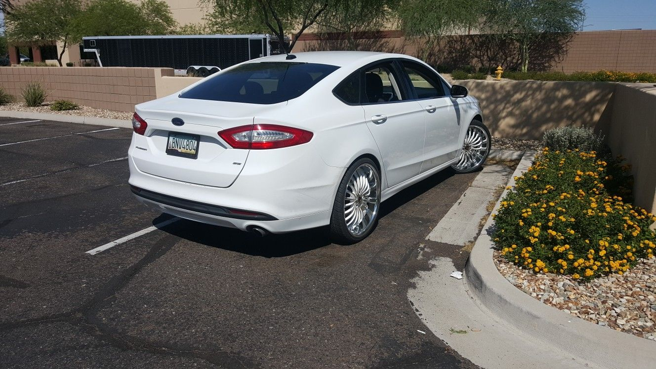 2013 Ford Fusion With 22 Inch White And Machine Finish Rims With