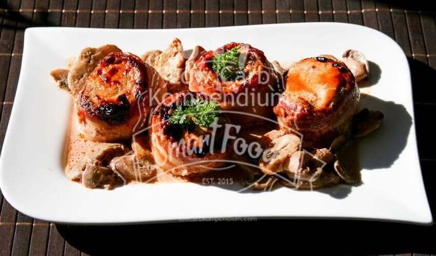 schweinemedaillons mit bacon in sahneso e deftig. Black Bedroom Furniture Sets. Home Design Ideas