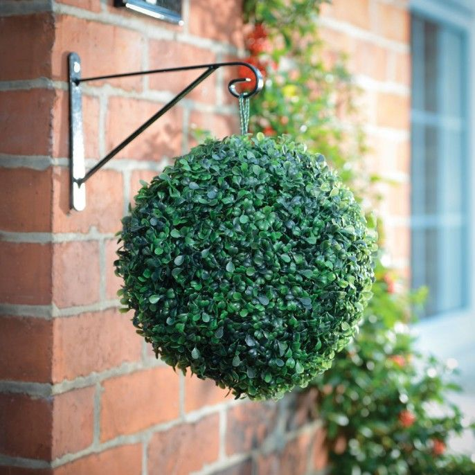 Hanging solar topiary ball