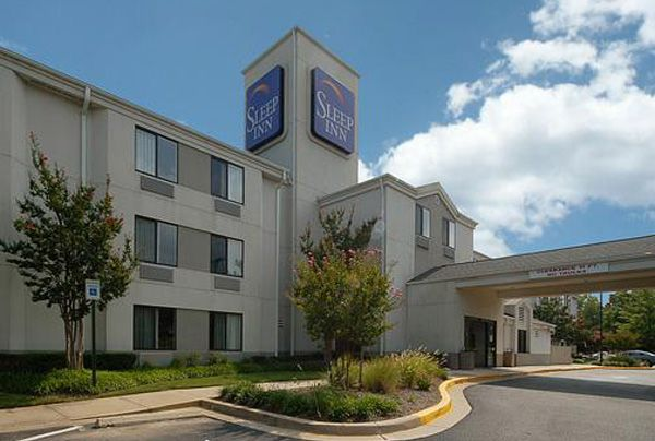 Visitors Will Enjoy Ping At The Nearby Westfield Montgomery Mall This Choice Hotel Is