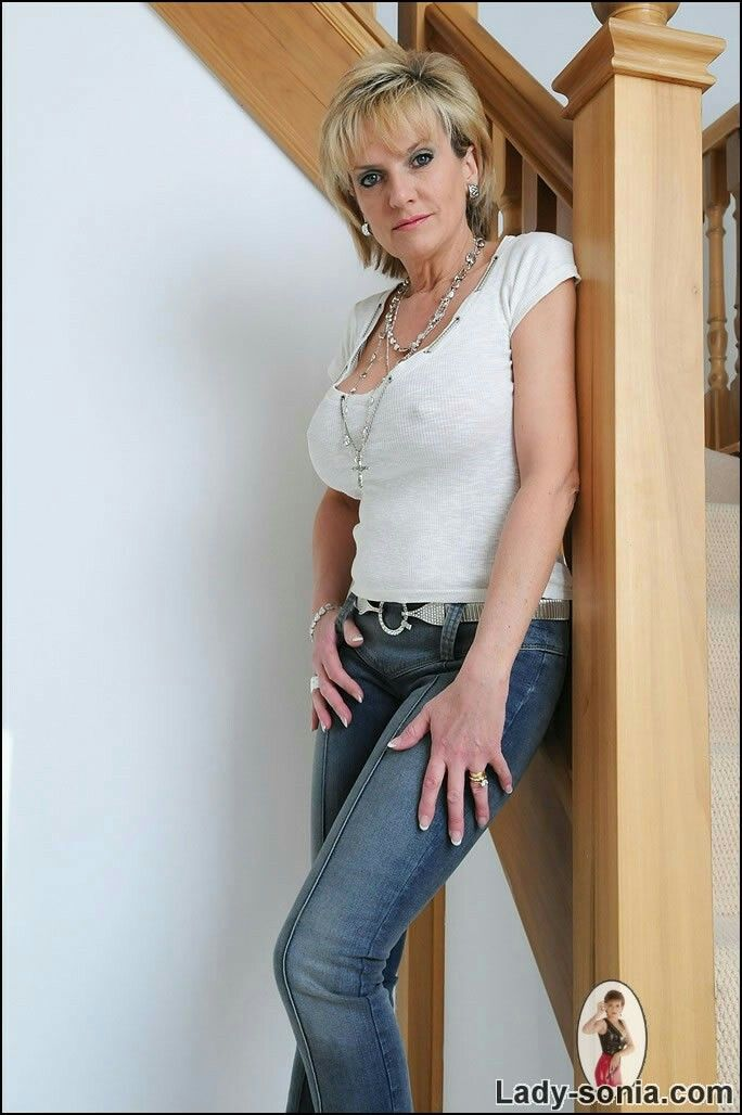 Lady sonia in jeans