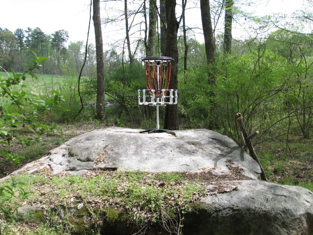 """Homemade basket with """"quiet chains"""" - from http://www.dgcoursereview.com/forums/showthread.php?t=37357&highlight=homemade"""