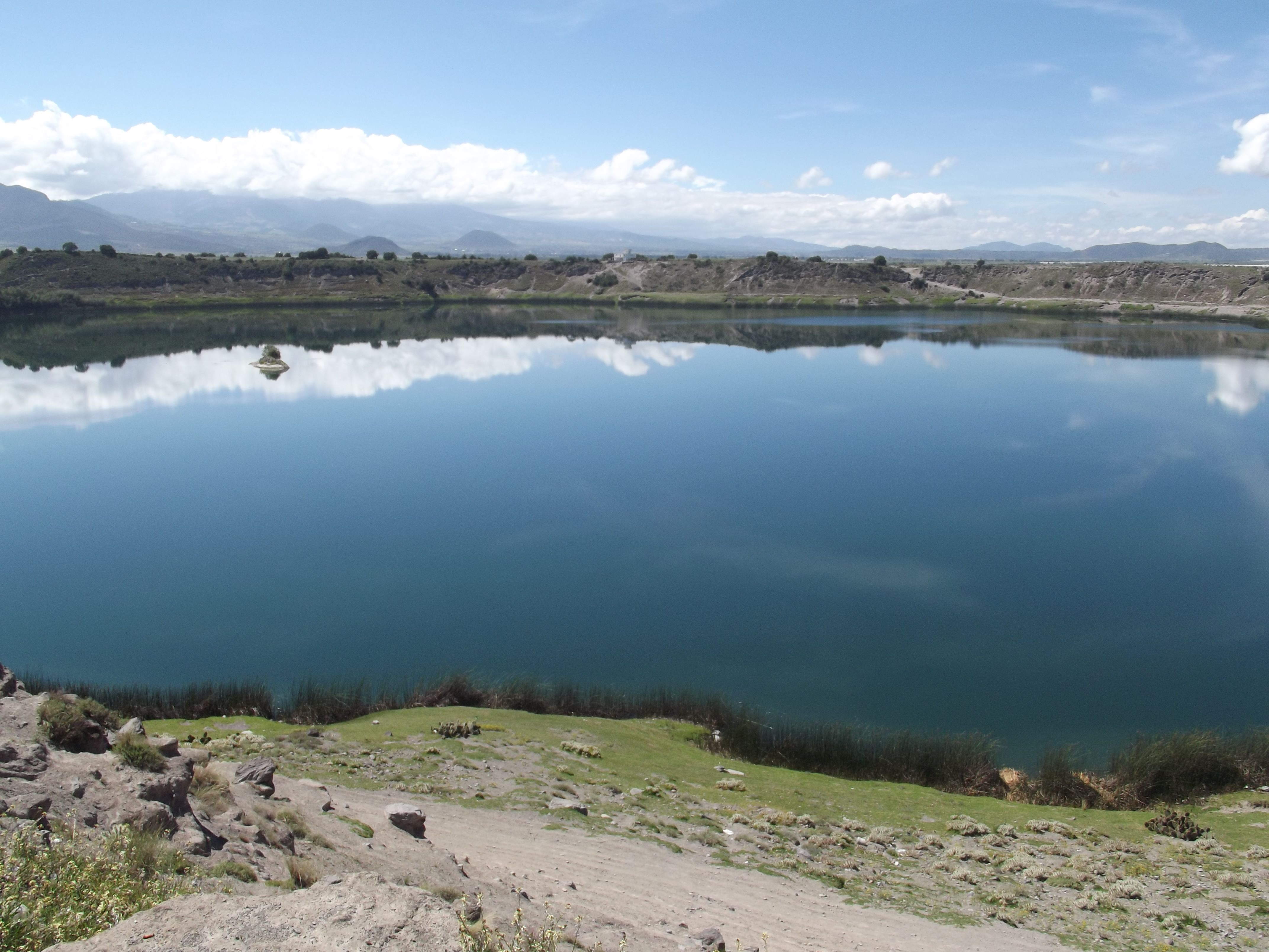 De entre los lagos cráter en Puebla, la laguna de Quecholac es la que presenta el menor nivel de salinidad de todas.