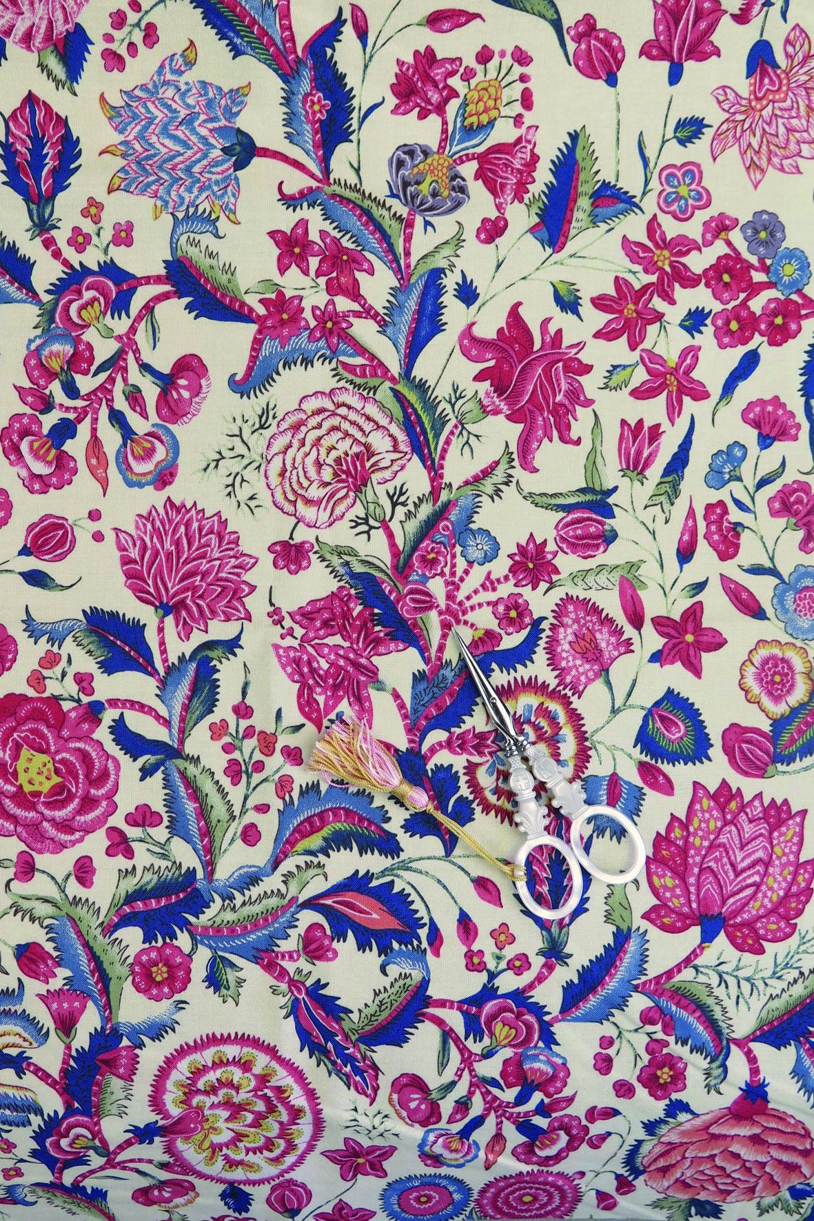 la collection sajou de tissus imprim s motifs fleuris que l 39 on appelle des indiennes. Black Bedroom Furniture Sets. Home Design Ideas