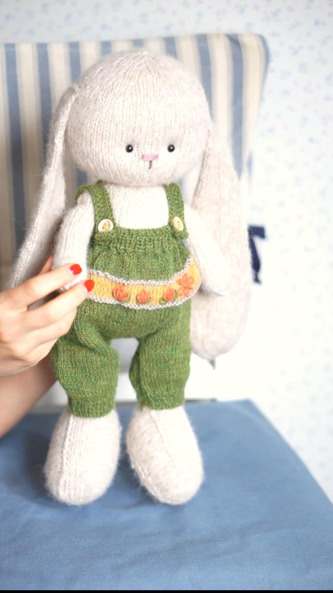 Photo of Strickmuster pdf – Gemütliches Spielzeug-Outfit für Osterhasen von PolushkaBunny #knitting #pattern #Easter