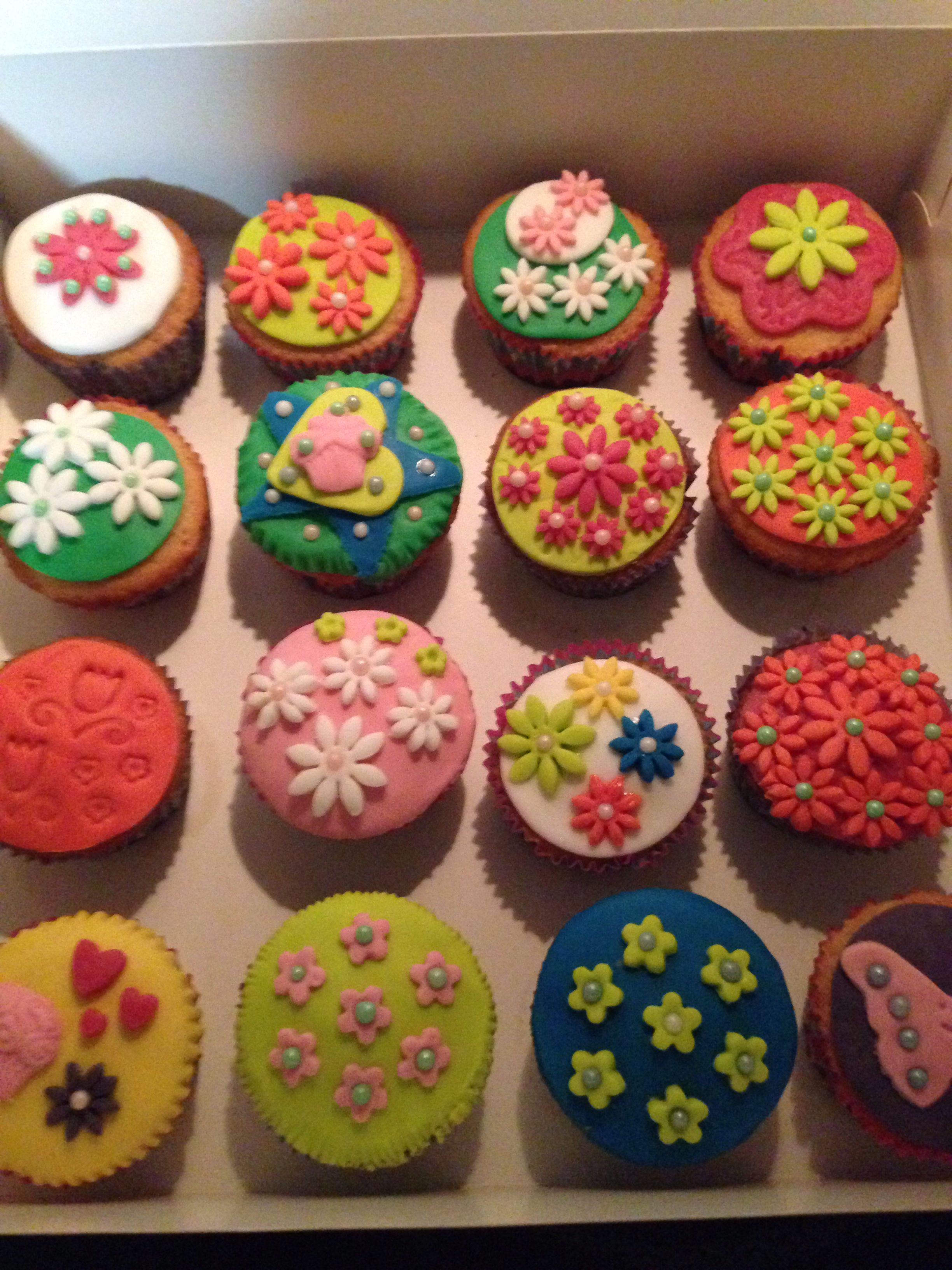 Vanilla cupcakes with sugar flowers