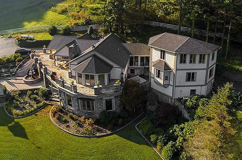 a30a508bd04c1 I want This home in Tenn..Really bad..lol..I need to hit lotto ...
