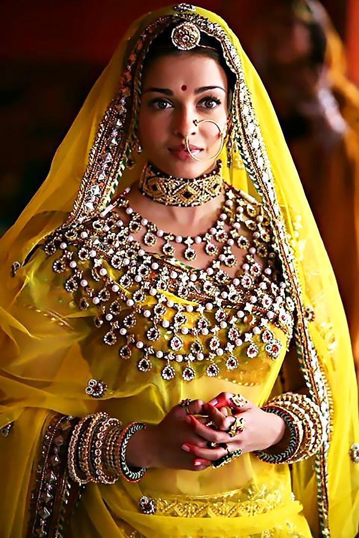 Aishwarya rai wedding dress  Pin by Svetlana Smirnova on Aishwarya Rai  Pinterest  Aishwarya