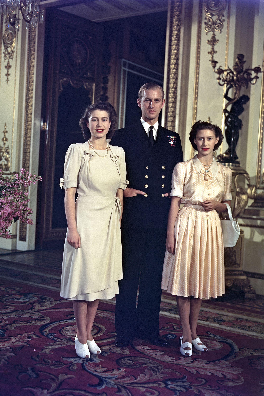 In Photos Queen Elizabeth & Princess Margaret—Before the