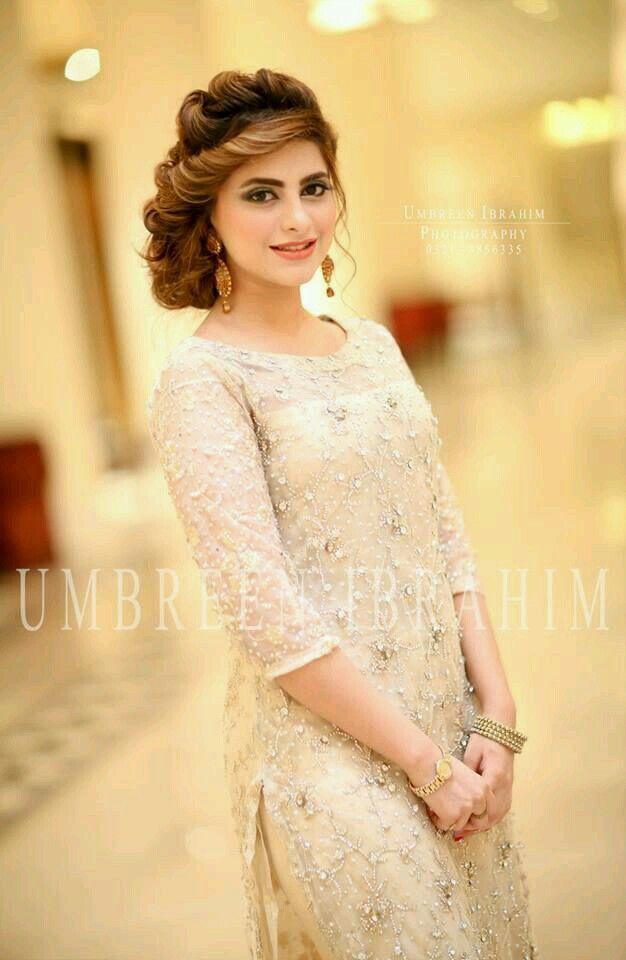Pin By Faiqa Khan On Stylish Party Wear Hair Hair Styles Dresses