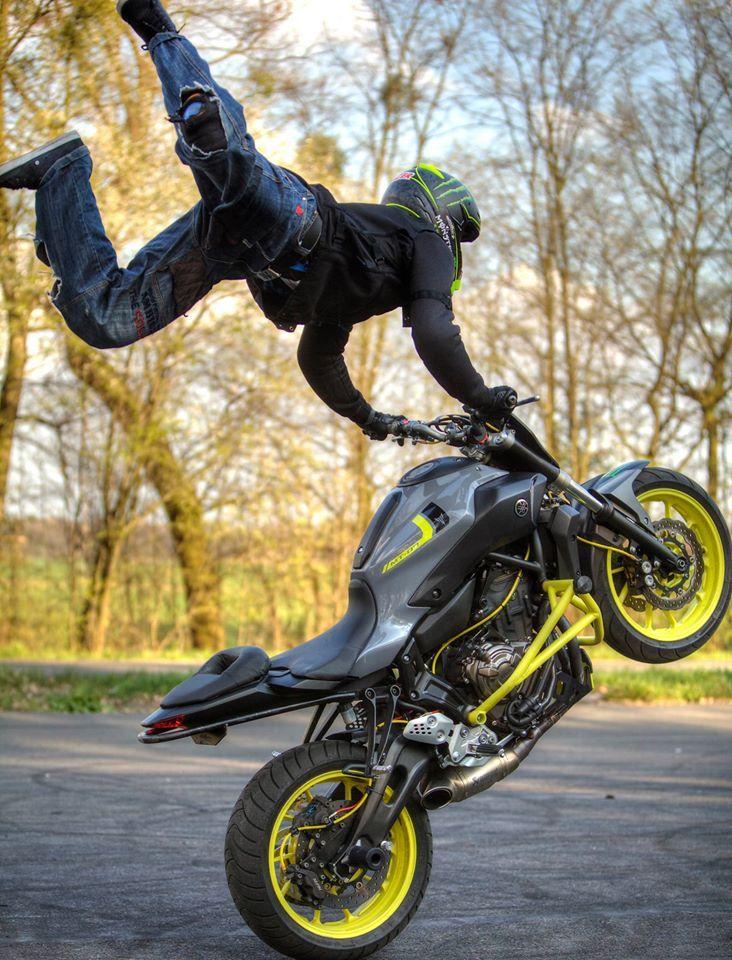 Yamaha MT-07 Stunt Ride Wheelie | Stunt Bike World | Motos