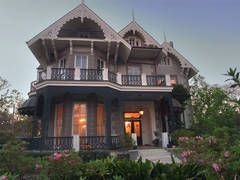 New Orleans garden district houses -Koch-Mays House at 2627 Coliseum Street in Garden District. New Orleans, Louisiana, March 21, 2006